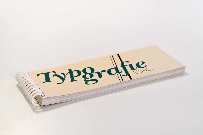 typoeins_01